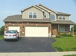 290 Greenview Dr, Crystal Lake, IL