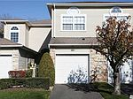 121 Windwatch Dr, Hauppauge, NY