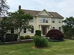 31 Charter Ridge Dr, Sandy Hook, CT
