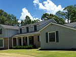 920 Tung Tree Dr, Picayune, MS