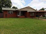 720 Hedge Dr, Midwest City, OK