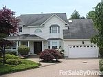 10 Windsor Ct, Holbrook, NY