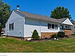 29425 Green Dr, Willowick, OH