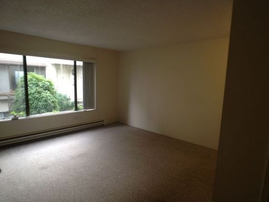 426 NE 75th Ave APT 8, Portland, OR 97213