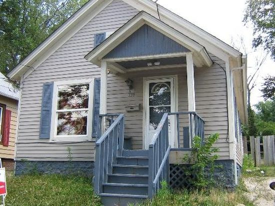 338 Rosewood Ave, Aurora, IL 60505