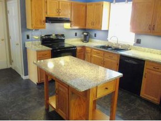 24 Amherst Dr # 24, Derry, NH 03038