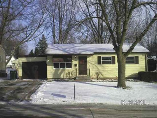 3305 Candlewick Dr, Bettendorf, IA 52722