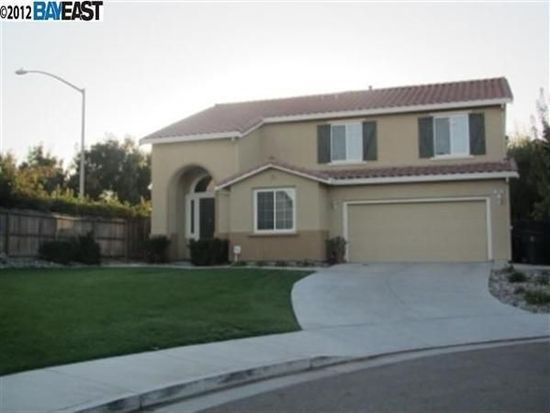 413 Golden Leaf Ct, Tracy, CA 95377
