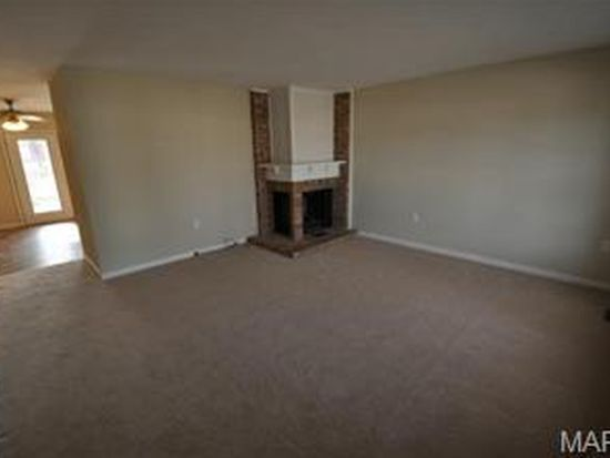 3 Countrywood Dr, Saint Peters, MO 63376