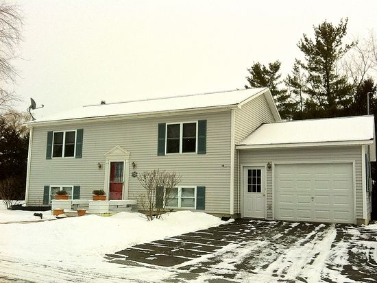37 Danyow Dr, Middlebury, VT 05753