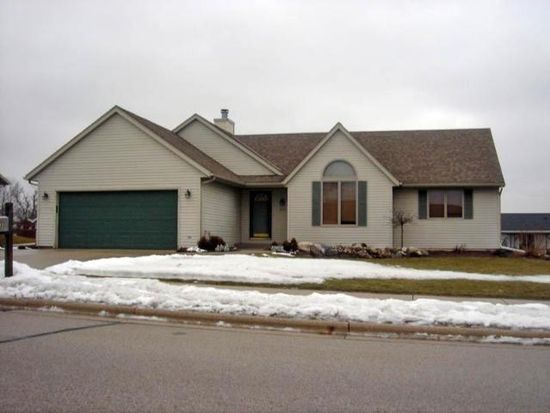 503 S Lincoln Dr, Howards Grove, WI 53083