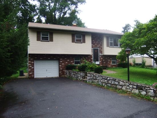 38 Purcell Dr, Danbury, CT 06810