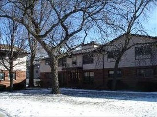 228 Washington Sq APT A, Elk Grove Village, IL 60007