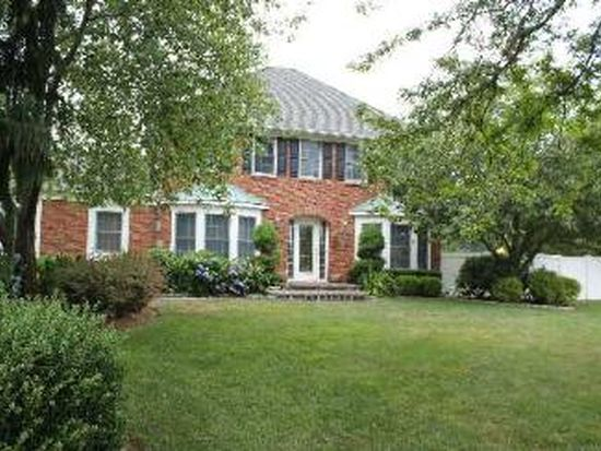 42 Whitebirch Ln, Commack, NY 11725