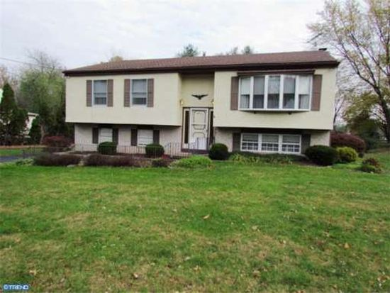 4215 Thistlewood Rd, Hatboro, PA 19040