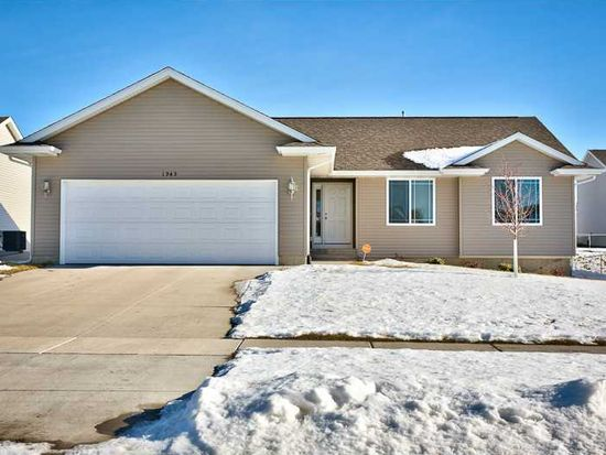 1945 49th St, Marion, IA 52302