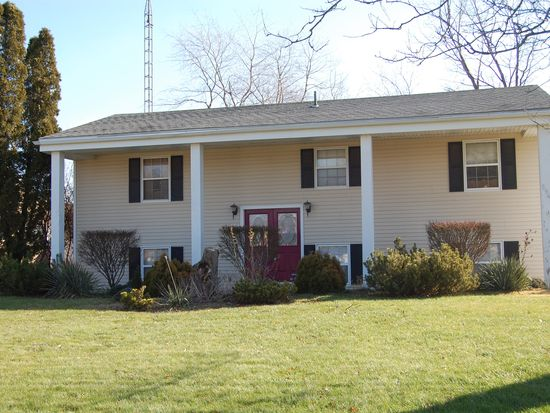 5945 Arrowhead Dr, Waterville, OH 43566