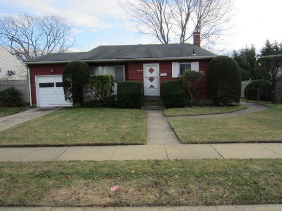 70 Michel Ave, Farmingdale, NY 11735