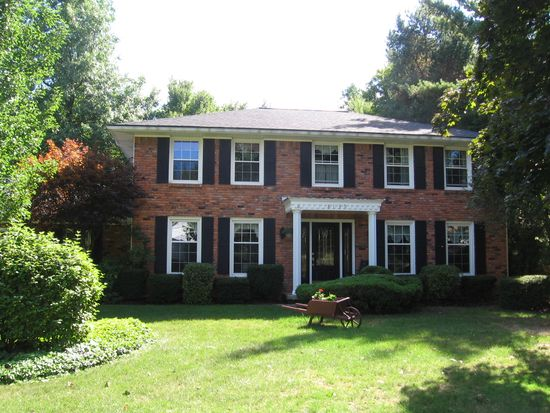 8135 Clarherst Dr, East Amherst, NY 14051