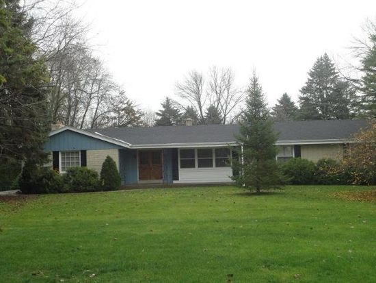 W203S10532 N Shore Dr, Muskego, WI 53150