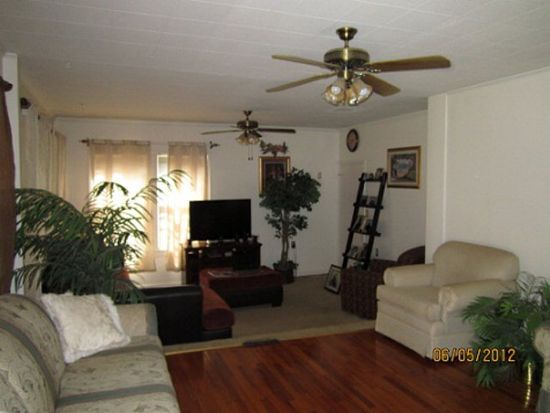 421 E Sproles Ave, Greenwood, SC 29649