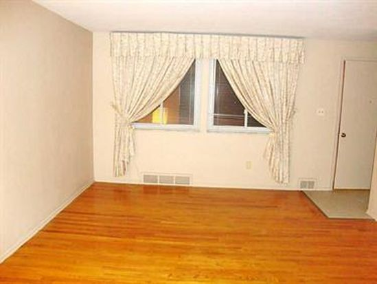 587 Lindsay Rd, Carnegie, PA 15106
