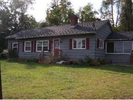 23 Pleasant St, Hinsdale, NH 03451