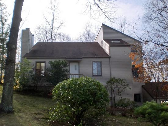 128 Lake Dr S, New Fairfield, CT 06812