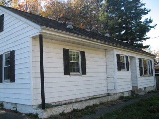 1220 Heatherwood Rd, Bluefield, WV 24701