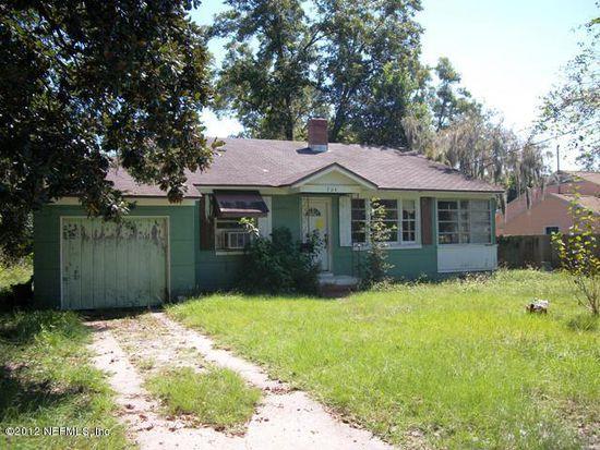 704 Gardenia Ln, Jacksonville, FL 32208