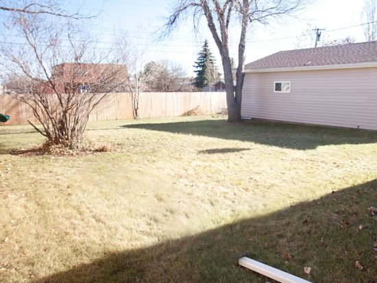 2036 6th St NW, Minot, ND 58703