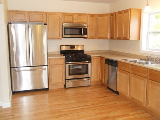79 Phillips St, Waterford, CT 06385
