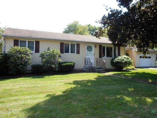 27 Meadowbrook Rd, Middletown, CT 06457