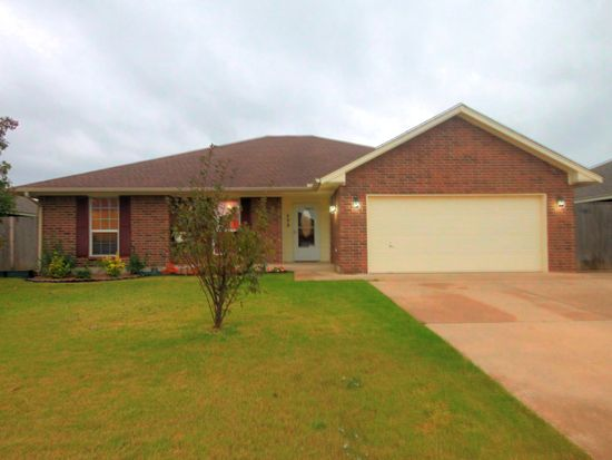 408 Madison Place Dr, Moore, OK 73160