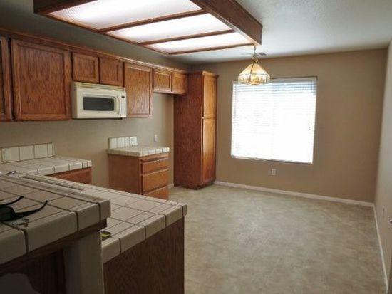 2622 W Oakridge Ave, Visalia, CA 93291
