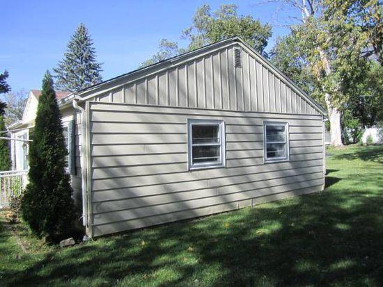 138 Meadow Ave, Woodstock, IL 60098
