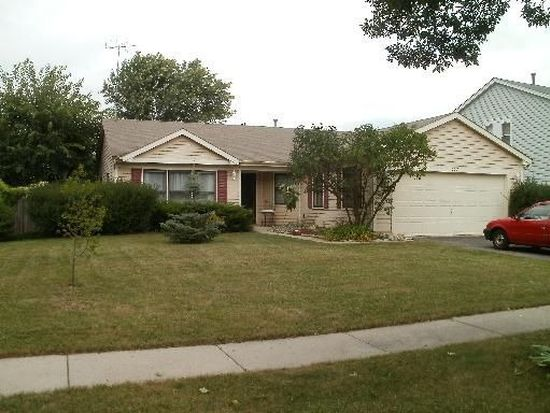 1557 Candlewood Dr, Crystal Lake, IL 60014