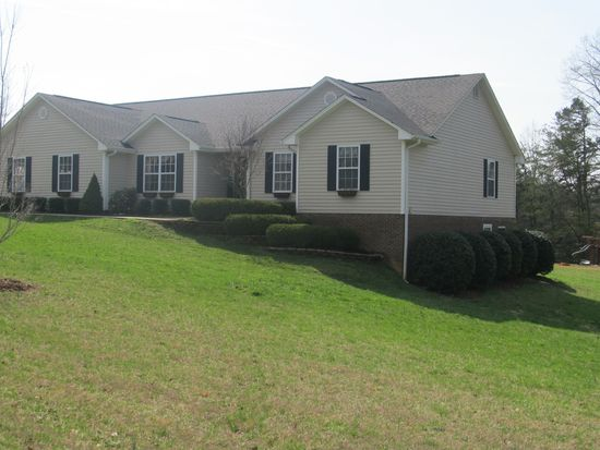 1701 Greenhill Rd, Mount Airy, NC 27030