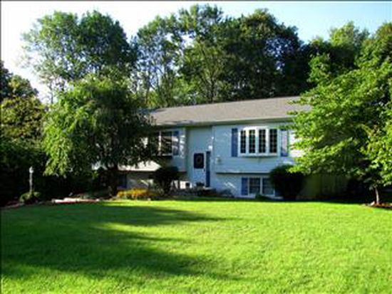 101 Crum Elbow Rd, Hyde Park, NY 12538