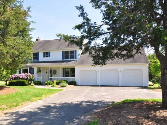 15 Indian Hill Dr, Granby, CT 06035