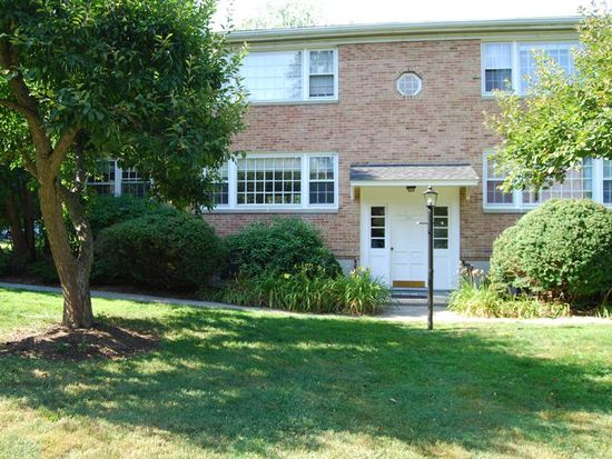 136 Heritage Hill Rd APT A, New Canaan, CT 06840