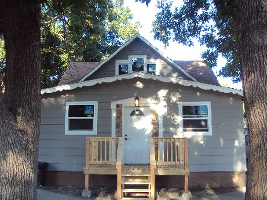 321 6th St NW, Minot, ND 58703
