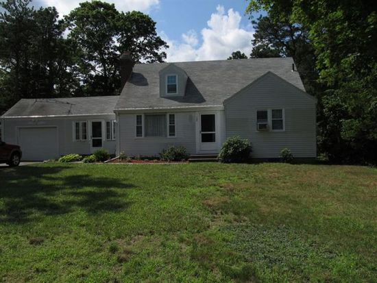 105 Dunns Pond Rd, Hyannis, MA 02601