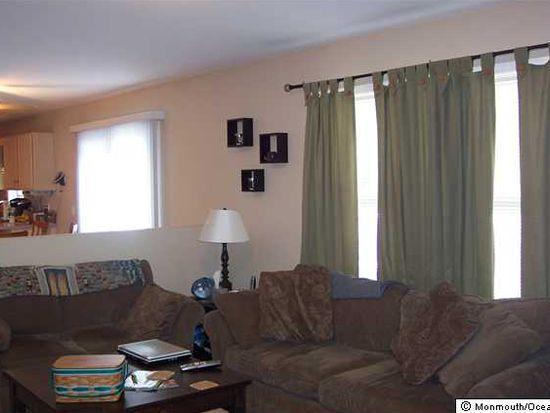 4 W Caines Dr, Cream Ridge, NJ 08514