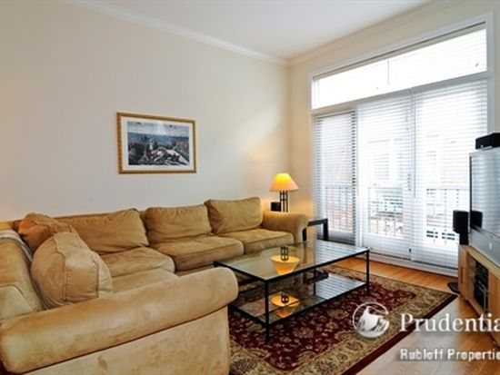 2515 N Seminary Ave # D, Chicago, IL 60614