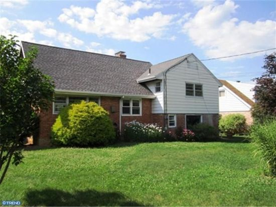 2314 Lasalle Dr, Reading, PA 19609