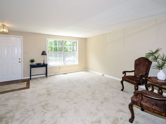 9046 White Rose Ln, Fairfax, VA 22031