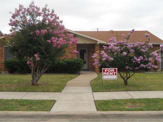 1818 Red Oak Ln, Carrollton, TX 75007