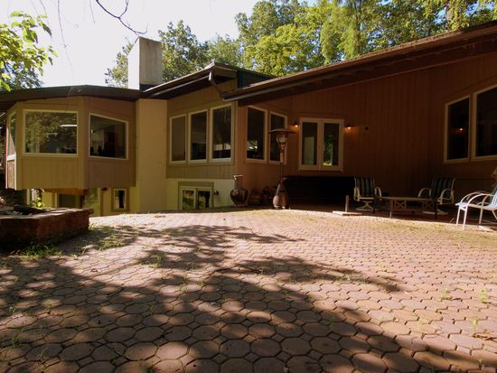 333 Valley Park Rd, Phoenixville, PA 19460