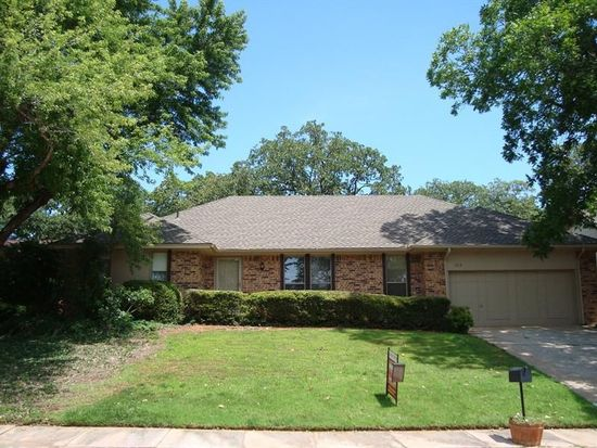 1313 Devonshire Ct, Edmond, OK 73034